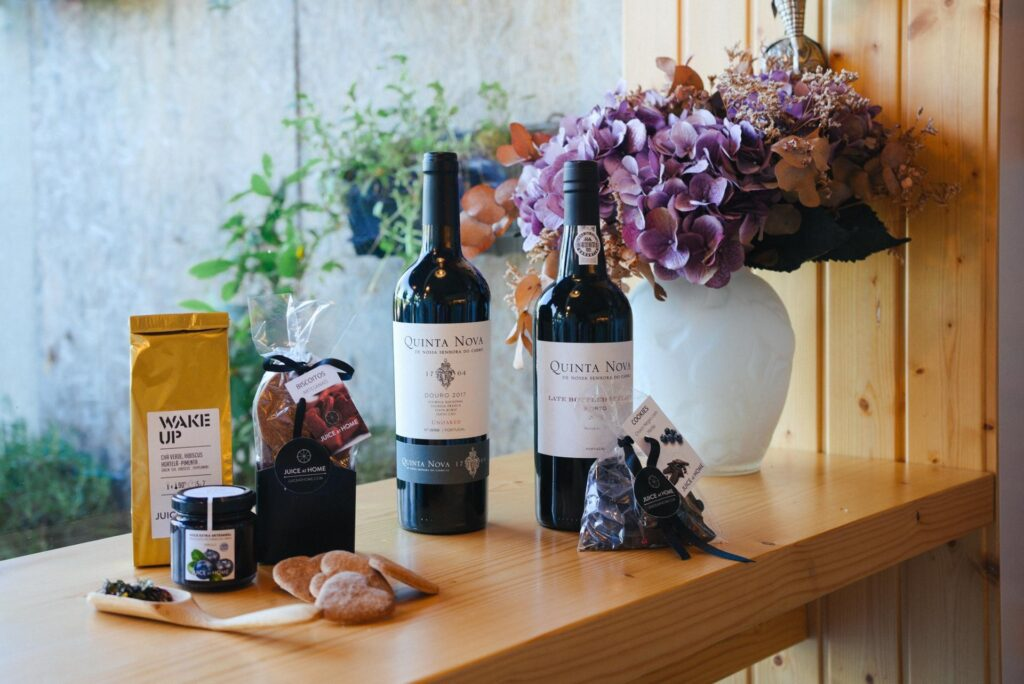 GIFT BOX SUPREME VALLEY Wine & Port Quinta Nova . Cabaz Gourmet. Juice at home